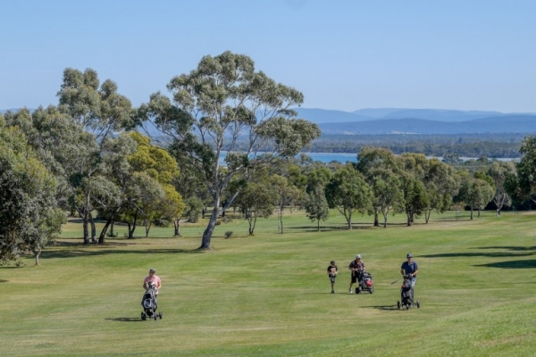 Coles Bay Holiday House - Freycinet Rentals - Freycinet Golf Course