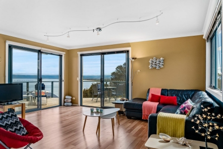 Coles Bay Holiday Accommodation - Freycinet Rentals - The Freycinet Dream Loungeroom