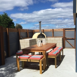 The Freycinet Dream - Coles Bay Holiday House - Woodfired Pizza Oven