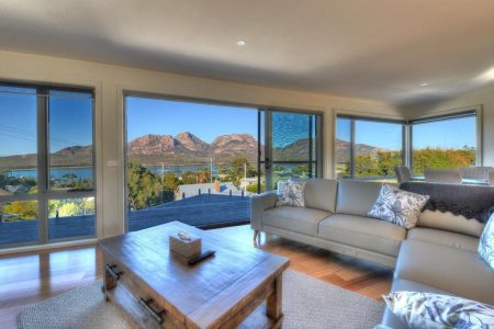 deja blu 1 lounge ⋆ Freycinet Rentals - Coles Bay Accommodation Tasmania
